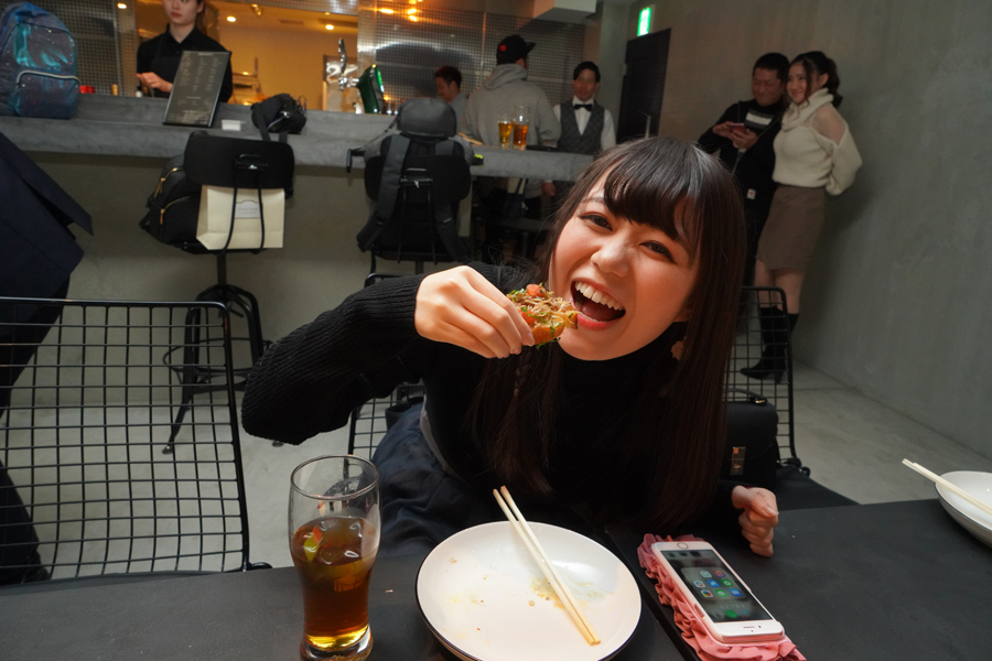 食べる生田みく